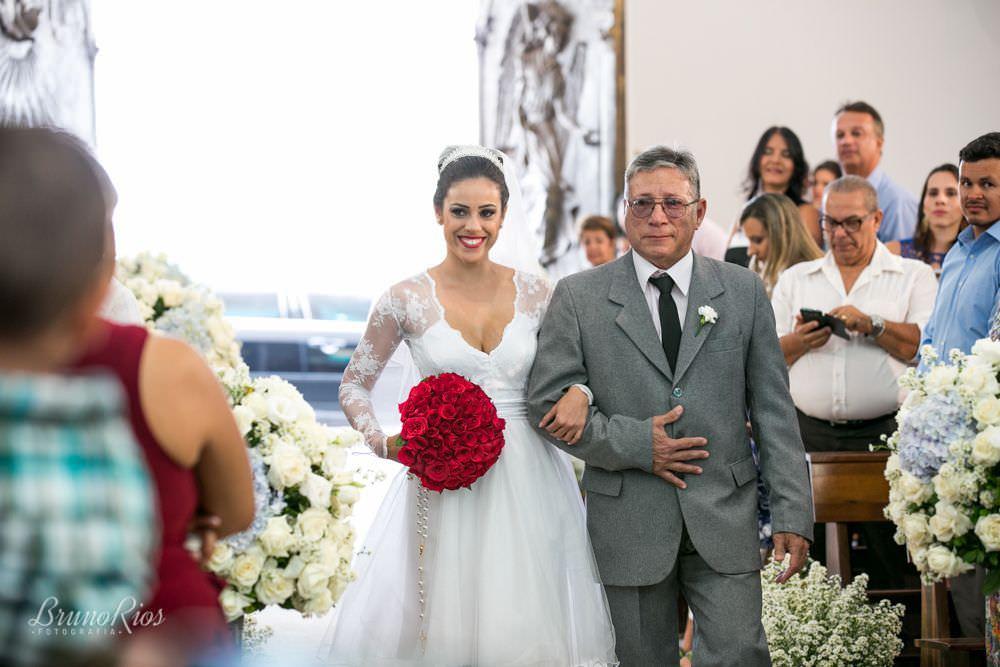 entrada da noiva - casamento da catarina e vitor - igreja nossa senhora do lago brasília - fotografia de casamentos em brasília - fotógrafo de casamentos - bruno rios fotografia - brunoriosfotografia