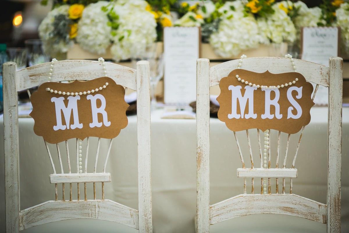 casamento lago norte placas cadeira dos noivos