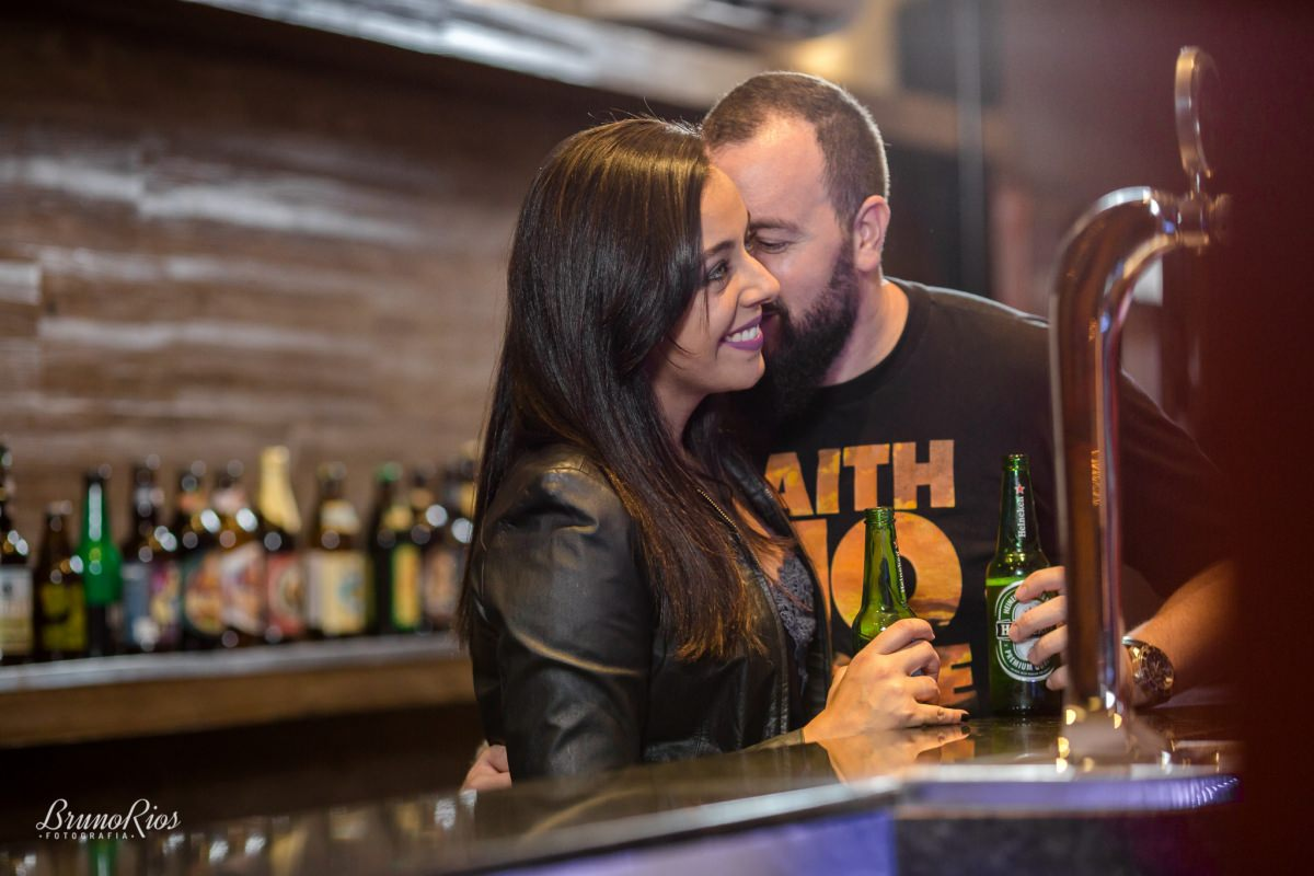 ensaio casal prévia romântica hipster pub