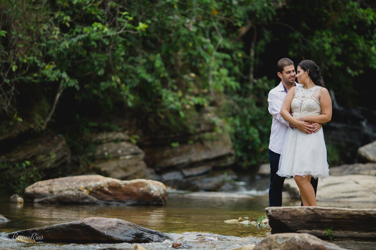 ensaio casal pirenópolis ensaio romântico e-session pré-wedding  cachoeira