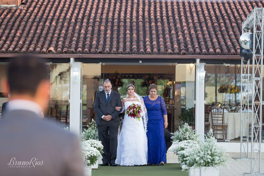 entrada da noiva - casamento fernanda e waldemar no haras bela vista - fotografia de casamentos em brasilia - fotógrafo de casamentos - bruno rios fotografia - brunoriosfotografia